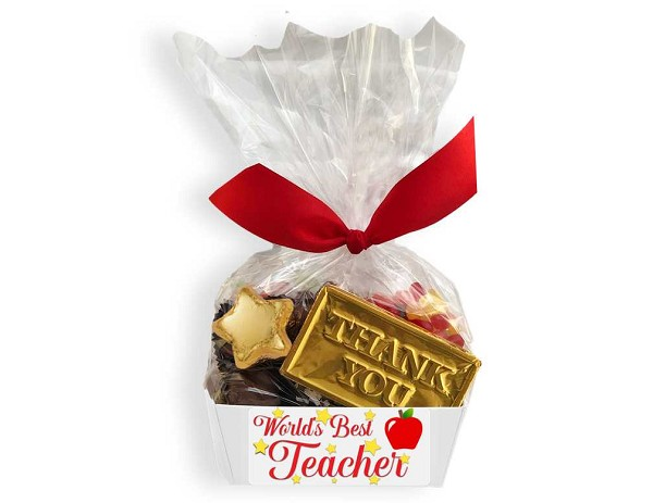 The perfect way to show your appreciation!  This gift box includes assorted chocolates, bridge mix, a solid milk chocolate thank you card and a caramel filled foil apple, all wrapped in cellophane and tied with a ribbon.